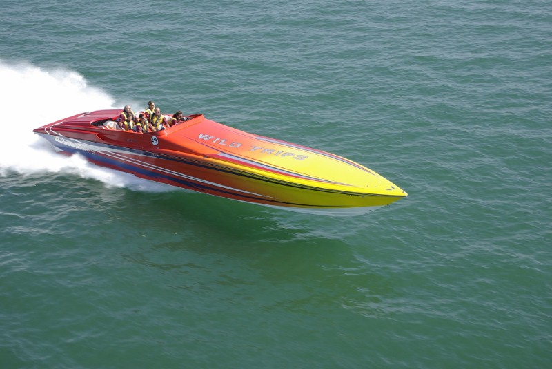 Яблочко Hustler bass boats